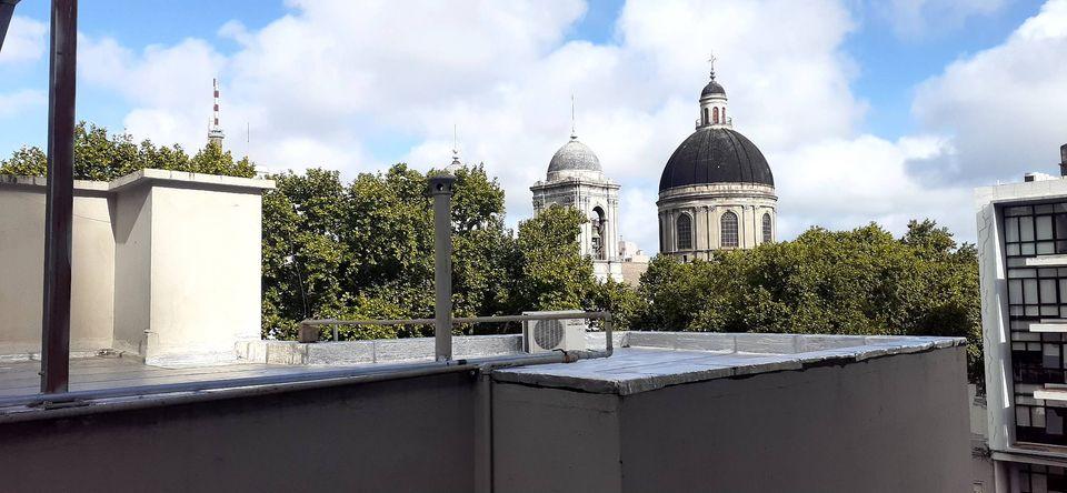 Gran oportunidad Apartamento contra frente ubicado en barrio sur próximo a las calles Santiago de Chile esq. Soriano