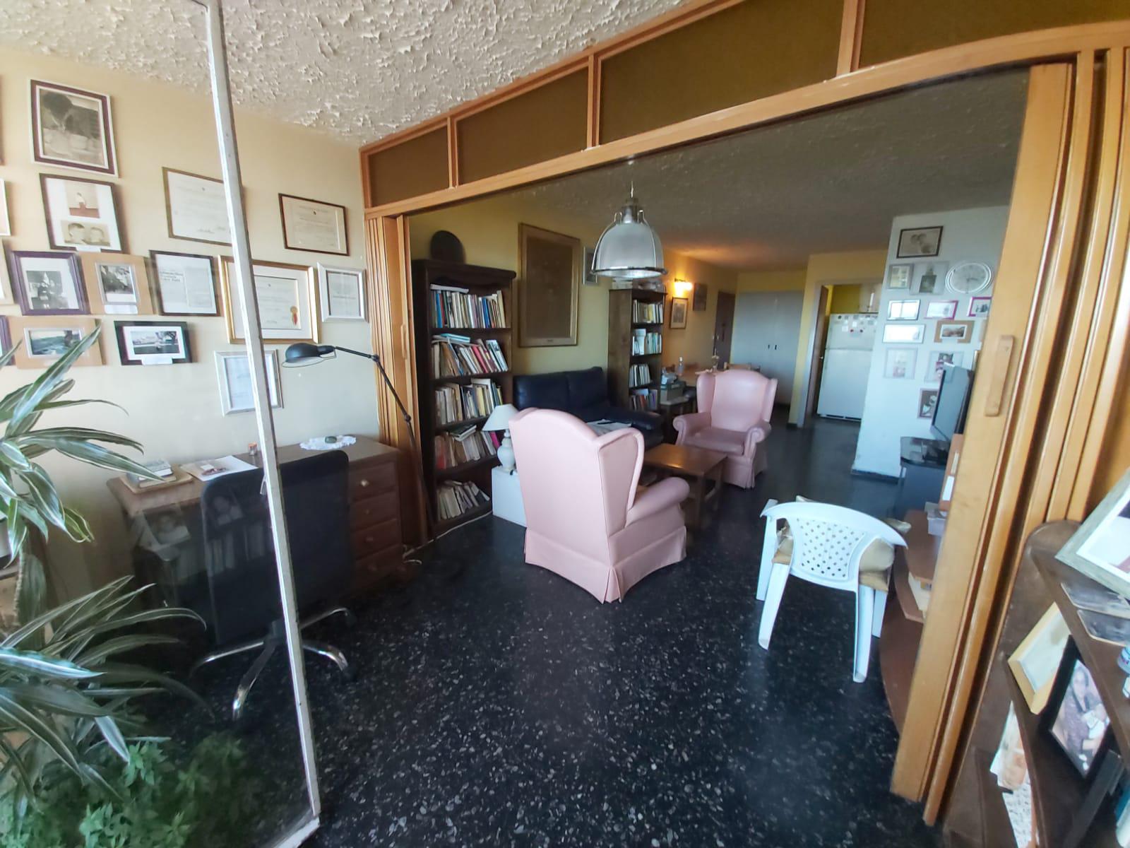 Hermoso apartamento ubicado en el centro en la calle Paraguay Esquina rambla