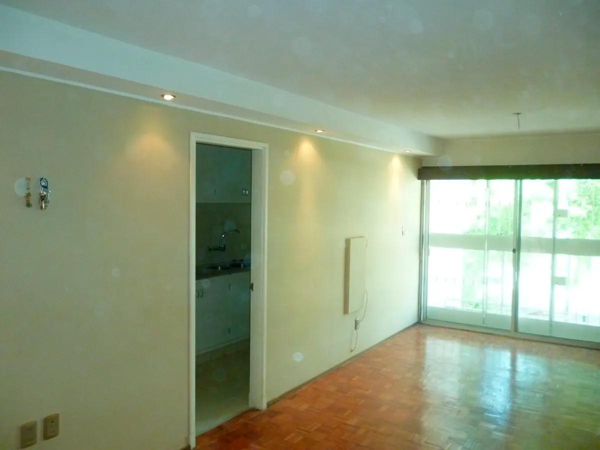 Hermoso apartamento al frente ubicado en pocitos inmediaciones de rivera y soca con renta