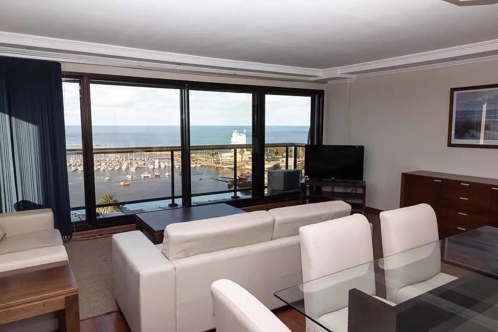 Apartamento 10 piso Excelente estado, al frente con vista al puerto de buceo 4 dormitorios