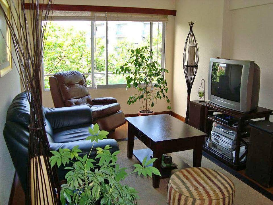 Impecable apartamento  en Pocitos sobre Av. Brasil.