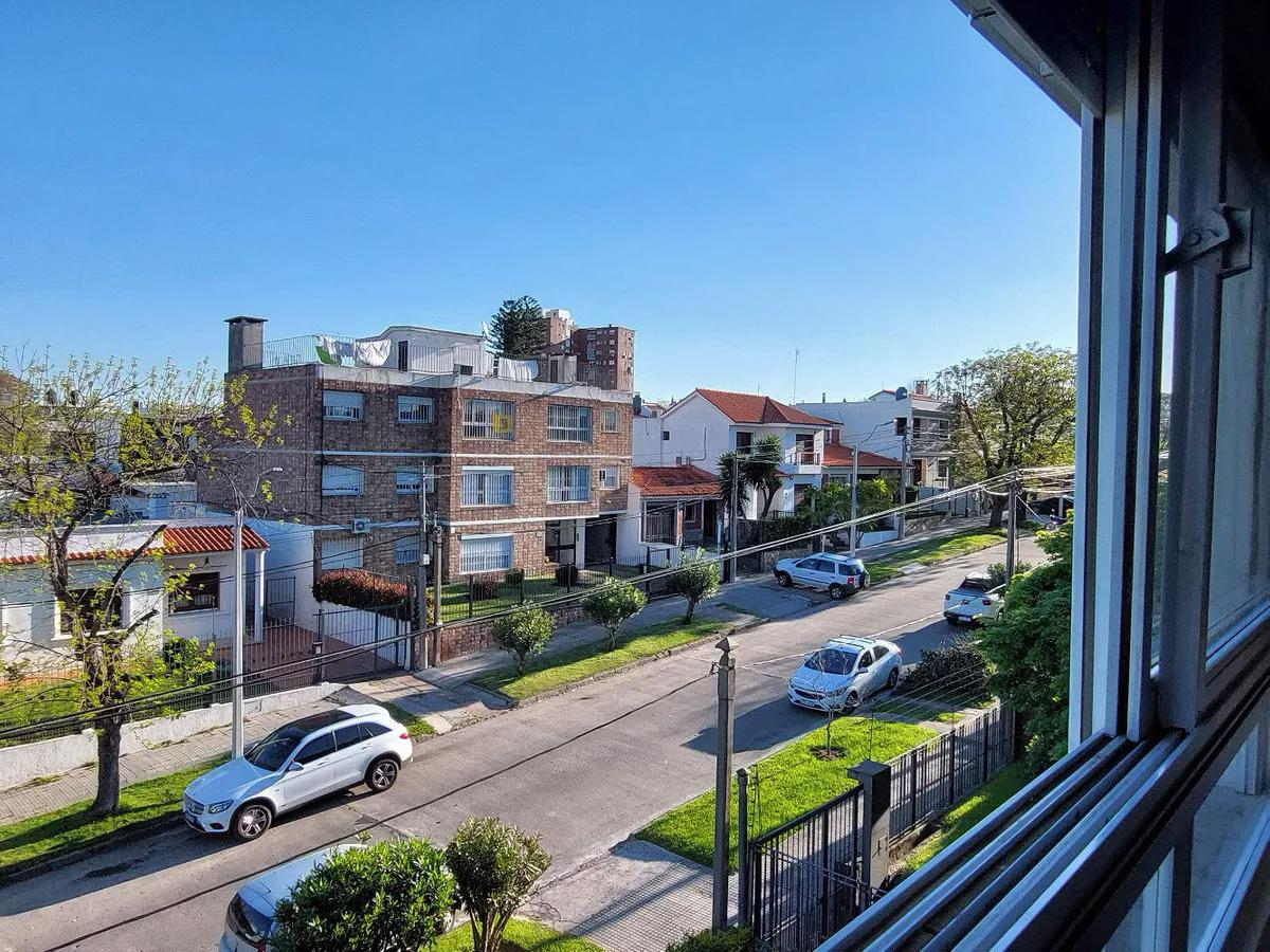 Muy lindo apartamento al frente en malvin 2 dormitorios y garaje