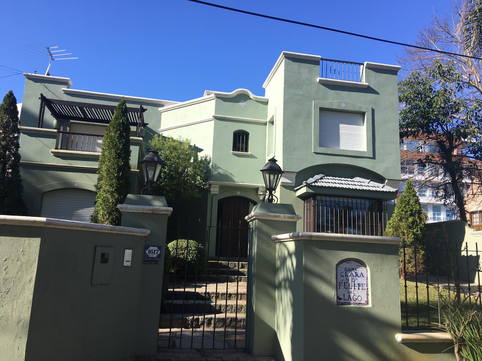 Hermosa casa de revista en Alquiler en Parque Miramar