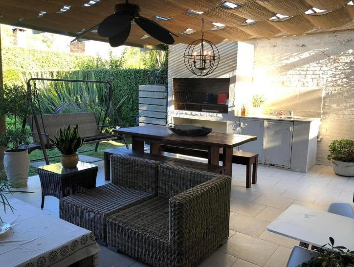 Muy cómodo PH en Parque Miramar cuenta con 150 m² de terreno