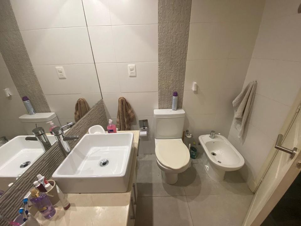 Hermoso apartamento de 1 dormitorio, ubicado sobre Av Brasil.